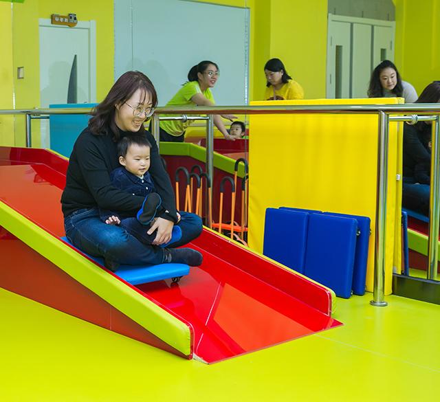 厚博睿恩亲子感统课(0-3岁)